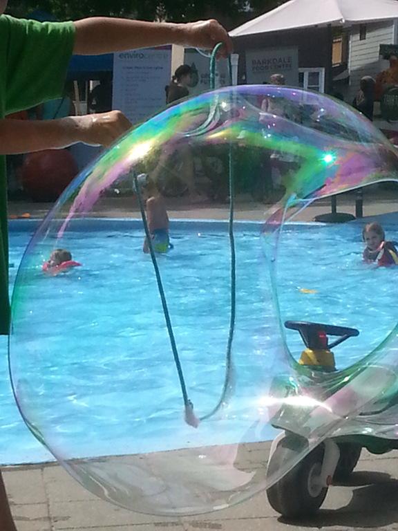 aug23-2018_we_wading-pool-bubble